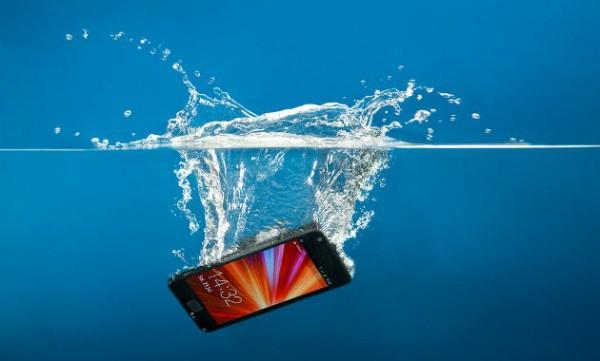 Cellulare bagnato